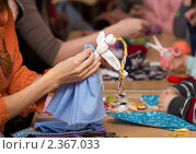 Купить «Изготовление куклы Веснянки», фото № 2367033, снято 24 февраля 2011 г. (c) Сергей Лаврентьев / Фотобанк Лори