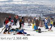 """Купить «Юные горнолыжники готовятся к соревнованиям. Спортивный комплекс """"Горный воздух"""" ( г. Южно-Сахалинск)», фото № 2368485, снято 20 февраля 2011 г. (c) RedTC / Фотобанк Лори"""