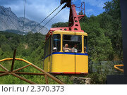 Купить «Желтый вагон канатной дороги Мисхор   Ай-Петри», фото № 2370373, снято 28 июля 2010 г. (c) Aleksander Kaasik / Фотобанк Лори