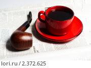 Купить «Трубка и чашка кофе», фото № 2372625, снято 2 февраля 2011 г. (c) Алексей Лучин / Фотобанк Лори