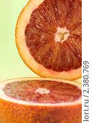 Красные апельсины на зеленом фоне. Стоковое фото, фотограф Мамышева Наталья Васильевна / Фотобанк Лори