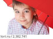 Купить «Мальчик с красным зонтом», фото № 2382741, снято 7 февраля 2009 г. (c) Ольга Красавина / Фотобанк Лори