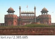 Купить «Индия, Дели. Главные  купола Красного форта», фото № 2385685, снято 9 декабря 2009 г. (c) Вера Тропынина / Фотобанк Лори