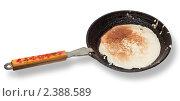 Сковорода с блином вырезанная на белом фоне. Стоковое фото, фотограф Виктор Березин / Фотобанк Лори