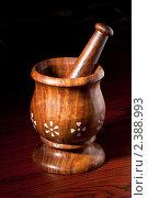Купить «Деревянная ступка с пестиком», фото № 2388993, снято 15 февраля 2011 г. (c) Дмитрий Рухленко / Фотобанк Лори
