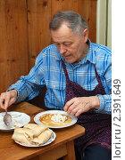 Купить «Блинчики с творогом», эксклюзивное фото № 2391649, снято 7 марта 2011 г. (c) Короленко Елена / Фотобанк Лори