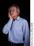 Пожилой седой мужчина держится за щеку. Зубная боль. Стоковое фото, фотограф Асадулина Юлия / Фотобанк Лори