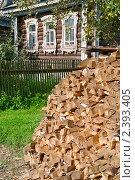 Купить «Поленница дров возле деревенского дома», эксклюзивное фото № 2393405, снято 31 октября 2008 г. (c) Татьяна Белова / Фотобанк Лори