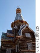 Купить «Реставрация Успенской деревянной церкви (1674 г) в старинном поморском селе Варзуга», фото № 2393825, снято 7 июля 2010 г. (c) Михаил Иванов / Фотобанк Лори