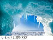 Вид на Байкал из ледяного грота. Стоковое фото, фотограф Виктория Катьянова / Фотобанк Лори