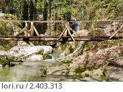 Деревянный мост через реку в Агурском ущелье (2011 год). Редакционное фото, фотограф Анна Мартынова / Фотобанк Лори
