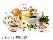 Купить «Ингредиенты для приготовления Шампиньонов с овощами», фото № 2409353, снято 15 марта 2011 г. (c) Лисовская Наталья / Фотобанк Лори