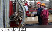 Купить «Оператор за пультом на заводе», фото № 2412221, снято 10 марта 2011 г. (c) Виктор Филиппович Погонцев / Фотобанк Лори
