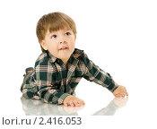 Купить «Двухлетний мальчик лежит на полу», фото № 2416053, снято 4 мая 2009 г. (c) Ольга Сапегина / Фотобанк Лори