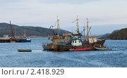 Рыболовные суда в заливе Баренцево моря, посёлок Териберка. Стоковое фото, фотограф Михаил Иванов / Фотобанк Лори