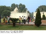 Купить «Белый дворец на территории Красного форта в Дели, Индия», фото № 2423097, снято 9 декабря 2009 г. (c) Вера Тропынина / Фотобанк Лори