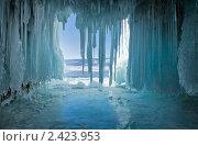 Купить «Зимний Байкал. Ледяной грот в скалах острова Ольхон», фото № 2423953, снято 5 марта 2011 г. (c) Виктория Катьянова / Фотобанк Лори