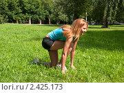 Купить «Рыжеволосая девушка на зеленой лужайке занимается спортом», фото № 2425173, снято 6 августа 2009 г. (c) Олег Тыщенко / Фотобанк Лори