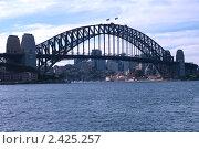 Самый большой мост Сиднея Харбор-Бридж (2010 год). Стоковое фото, фотограф Elena Monakhova / Фотобанк Лори