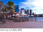 Кафе на набережной Сиднейской бухты (2010 год). Редакционное фото, фотограф Elena Monakhova / Фотобанк Лори