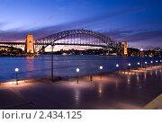 Купить «Самый большой мост Сиднея Харбор-Бридж вечером», фото № 2434125, снято 17 августа 2010 г. (c) Elena Monakhova / Фотобанк Лори