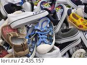 Купить «Детские кеды на любой размер и вкус», фото № 2435157, снято 26 июня 2019 г. (c) Володина Ольга / Фотобанк Лори