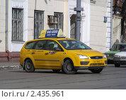 Купить «Новое желтое такси. Москва. Первомайская улица», эксклюзивное фото № 2435961, снято 27 марта 2011 г. (c) lana1501 / Фотобанк Лори