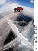 Купить «Машина на льду», фото № 2437937, снято 9 марта 2011 г. (c) Некрасов Андрей / Фотобанк Лори
