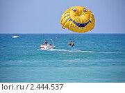 Купить «Пляжные развлечения на черноморском курорте», фото № 2444537, снято 31 августа 2010 г. (c) Владимир Сергеев / Фотобанк Лори