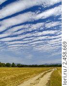 Купить «Необычные облака над убранным пшеничным полем», фото № 2458669, снято 10 сентября 2010 г. (c) Олег Рубик / Фотобанк Лори