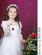 Купить «Девочка в нарядном белом платье украшает рождественскую елку», фото № 2459905, снято 23 сентября 2018 г. (c) RedTC / Фотобанк Лори