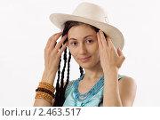 Купить «Девушка в шляпе», фото № 2463517, снято 16 января 2011 г. (c) Михаил Мандрыгин / Фотобанк Лори