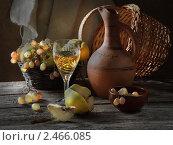 Купить «Белое вино с виноградом и айвой», фото № 2466085, снято 18 февраля 2011 г. (c) Марина Володько / Фотобанк Лори
