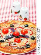 Купить «Итальянская кухня - пицца», фото № 2466221, снято 8 апреля 2011 г. (c) ElenArt / Фотобанк Лори