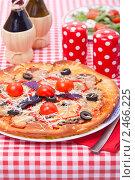 Купить «Итальянская кухня - пицца и салат», фото № 2466225, снято 8 апреля 2011 г. (c) ElenArt / Фотобанк Лори
