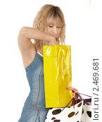 Купить «Милая блондинка с покупками», фото № 2469681, снято 25 мая 2018 г. (c) Buka / Фотобанк Лори