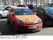 Купить «Припаркованные машины на улице Большая Дмитровка. Москва», эксклюзивное фото № 2471917, снято 5 апреля 2010 г. (c) lana1501 / Фотобанк Лори