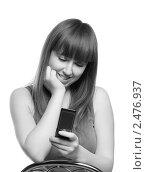 Девушка с мобильным телефоном. Стоковое фото, фотограф Черников Роман / Фотобанк Лори