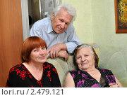 Купить «Взрослая дочь с пожилыми родителями дома», эксклюзивное фото № 2479121, снято 17 апреля 2011 г. (c) Анна Мартынова / Фотобанк Лори