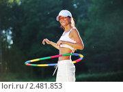 Купить «Девушка крутит обруч», фото № 2481853, снято 14 июля 2010 г. (c) Иван Михайлов / Фотобанк Лори