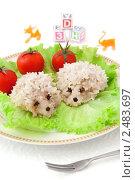 Купить «Детская еда - тефтели в виде ежиков на белом фоне», фото № 2483697, снято 6 апреля 2011 г. (c) Светлана Зарецкая / Фотобанк Лори