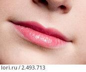 Крупным планом губы  молодой женщины. Стоковое фото, фотограф Александр Маркин / Фотобанк Лори