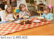 Купить «Дети обедают в детском саду», фото № 2495433, снято 4 марта 2011 г. (c) Типляшина Евгения / Фотобанк Лори