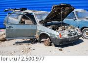 Купить «Разграбленный автомобиль», эксклюзивное фото № 2500977, снято 26 апреля 2011 г. (c) Александр Щепин / Фотобанк Лори