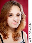 Купить «Лицо симпатичной  девушки на красном фоне», фото № 2502321, снято 1 марта 2010 г. (c) BestPhotoStudio / Фотобанк Лори