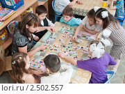 Купить «Воспитатель занимается с детьми в детском саду», фото № 2502557, снято 8 апреля 2011 г. (c) Федор Королевский / Фотобанк Лори