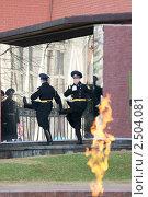 Смена Почетного караула. Пост Почетного караула на Могиле Неизвестного Солдата у Кремлевской стены (Пост №1), Москва (2011 год). Редакционное фото, фотограф Валерия Попова / Фотобанк Лори