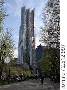 Купить «Нью-Йорк. Новый жилой комплекс на острове Манхэттен», фото № 2512997, снято 26 апреля 2011 г. (c) Юлия Козинец / Фотобанк Лори