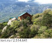 Деревянный дом на скале (2010 год). Стоковое фото, фотограф Николай Иванов / Фотобанк Лори