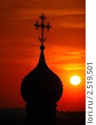 Купить «Купол с крестом храма Андреевского монастыря на фоне закатного неба», эксклюзивное фото № 2519501, снято 26 апреля 2019 г. (c) lana1501 / Фотобанк Лори